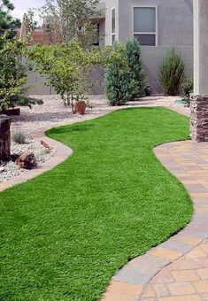 Discover the pros and cons of using synthetic turf for residential applications. Get info on artificial turf installation, cost and more. Artificial Turf Grass, Fake Grass, Garden Ideas Along Fence Line, Houzz, Layout Design, Modern Garden Design, Modern Design, Backyard Landscaping, Landscaping Ideas
