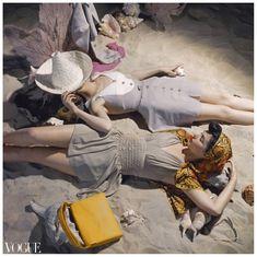 Quien pillara uno de estos!!  Photo Roger Prigent Beyond the Sea Vogue ES 1941