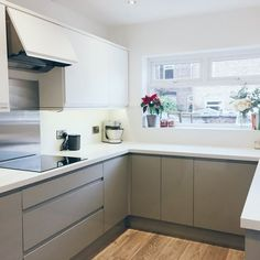 Creative planning and clever storage can help you make the best use of space in your small kitchen. A well-thought out small kitchen layout can also make your room feel larger. @thenumberfiftynine shared a lovely example of her Clerkenwell Matt White and Clerkenwell Gloss Grey kitchen. Speak to your local builder, or visit Howdens for more information.