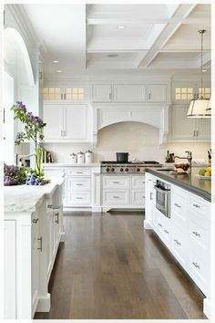 Super Ideas For Luxury Kitchen Design Open Concept Window Farmhouse Kitchen Island, White Kitchen Cabinets, Kitchen Cabinet Design, Country Kitchen, New Kitchen, Kitchen Decor, Kitchen Ideas, Kitchen White, Kitchen Counters