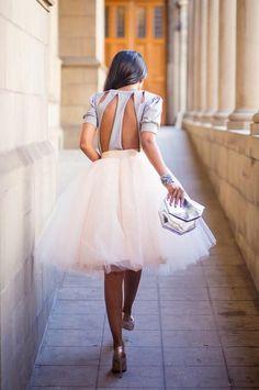 """Hoy en el blog, un post de la serie """"Invitada 10"""" con ideas para vestir con tul y ejemplos de looks impresionantes y sorprendentes. #carriebradshaw #invitadasconestilo #invitadas10 #invitadassorprendentes #invitadaselegantes"""