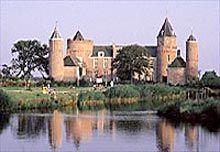 Logeren in een echt kasteel. Stayokay Domburg.