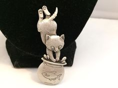 VTG. JJ JONETTE CUTE PEWTER KITTY CAT JUMPING IN A FISHBOWL BROOCH~  | eBay