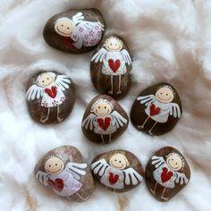 (1) Facebook Pebble Painting, Pebble Art, Stone Painting, Diy Painting, Christmas Rock, Christmas Angels, Christmas Crafts, Stone Crafts, Rock Crafts