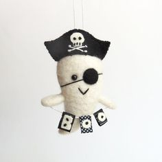 Halloween ornament : FUZZ felted pirate ghost - boo banner