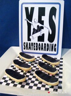 "Skateboard Birthday Party {boys birthday party ideas} This skateboard party is packed with ""off the wall"" fun! 12th Birthday, Boy Birthday Parties, Baby Birthday, Birthday Ideas, Skateboard Party, Deck Party, Skate Party, Party Central, Baptism Party"