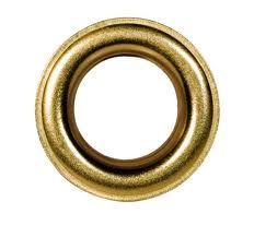 OJETE. Abertura pequeña y redonda, ordinariamente reforzada en su contorno con un cordoncillo o un anillo de metal, para meter por ella un cordón o cualquier otra cosa que afiance.