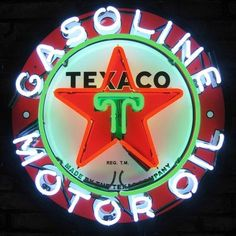 It's easy to buy neon signs for your game room, garage, man cave or any room. Vintage looking neon signs from the classic Open to art deco Bar Neon signs. Old Neon Signs, Vintage Neon Signs, Neon Light Signs, Old Signs, Vintage Menu, Vintage Style, Logo Vintage, Vintage Auto, Vintage Cars