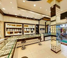 Silver Display Style Jewellery Showroom, Jewellery Shop Design, Jewellery  Shops, Jewellery Display,