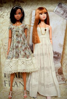 Linen Dress for Momoko. Ooak Made with love and fun by maggimini. Sewing Barbie Clothes, Barbie Clothes Patterns, Doll Dress Patterns, Clothing Patterns, Fashion Design Drawings, Barbie Dress, Cute Dolls, Fashion Dolls, Ideias Fashion