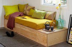 Här är en lättbyggd soffa för dig som också vill kunna trolla fram en extrasäng. Förvaring får du på köpet!