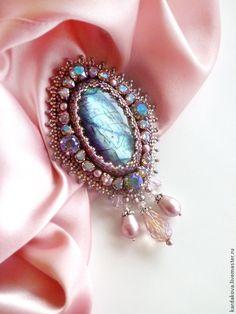 """Купить Брошь """"Aurora"""" - бледно-розовый, розовый лабрадорит, Кристаллы swarovski, брошь с кристаллами"""