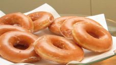 A Slice of Kate: Krispy Kreme Donuts (Copy Cat Recipe) Donut Recipes, Copycat Recipes, Cooking Recipes, Brunch Recipes, Spudnuts Recipe, Raised Donuts, Krispy Kreme Doughnut, How To Cook Potatoes, Bread Machine Recipes