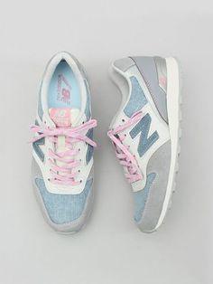 ≡ sneakers