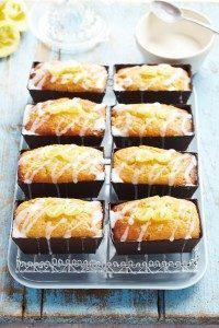 Impress your friends with these dinky little lemon drizzle loaves - perfect for sharing with friends. Lemon Bread, Lemon Loaf, Lemon Muffins, Baking Recipes, Cake Recipes, Dessert Recipes, Loaf Recipes, Desserts, Lemon Drizzle Cupcakes