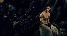 Bidnici_Les Miserables_www.bluracity.cz_Hugh Jackman, Russell Crowe, Anne Hathaway, Amanda Seyfried, Helena Bonham Carter