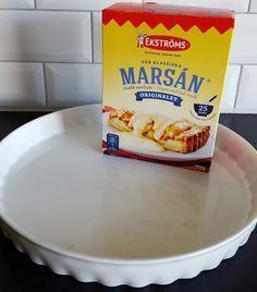 Åh denna kaka är underbar och sååå god! Den blir härligt mjuk och saftig av vaniljkrämen som man tillsätter i smeten. Den blir ännu godare dagen efter den har bakats, perfekt om man vill förbereda fikat i god tid. Ca 12-14 bitar vaniljkaka Vaniljkräm: 6 msk snabbvispad marsanpulver (se bild) 4 dl mjölk 2 msk vaniljsocker Smet: 250 g rumstemprerad smör 4 dl socker 4 ägg 2 ½ tsk bakpulver 5 dl vetemjöl Garnering: 50 g mandelspån TIPS! Du kan smaksätta kakan med 2 tsk kardemumma eller 0,5 g… Pudding Desserts, No Bake Desserts, Easy Baking Recipes, Cooking Recipes, Candy Recipes, Dessert Recipes, Bagan, Grandma Cookies, Yummy Food