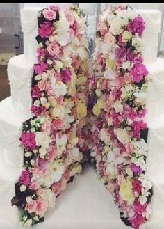 In love with this cake! ! #cake #wedding #floral #weddingcake