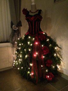 Kerstboom van paspop gemaakt.