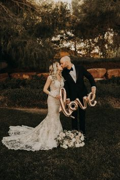 This couple combined boho chic + classic elegance to create their dreamy Las Vegas wedding | Image by The Light & The Love