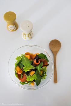 L'insalata estiva con melone e salmone affumicato è un'insalata fresca e dall'abbinamento insolito. Scopri di più