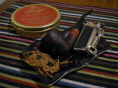 Davidoff Flake Medallions: Flake cut of the finest Virginia and Perique tobaccos with a core of black Cavendish