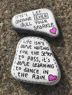 Painted Rocks Quotes - Need inspiration for your next rock painting design? Try inspiring others having an inspirational painted rock quotations! I've included my Best 35 along with over 100 more quotations to your rock painting enjoyment. Rock Painting Ideas Easy, Rock Painting Designs, Paint Designs, Paint Ideas, Pebble Painting, Pebble Art, Stone Painting, Painting Art, Paintings