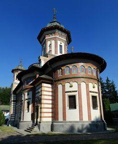 Manastirea Sinaia Romania, Mansions, House Styles, Home Decor, Mansion Houses, Homemade Home Decor, Manor Houses, Fancy Houses, Decoration Home