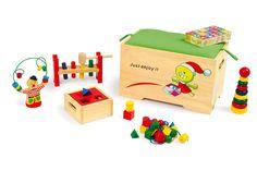 7-delig. Stevige kist met een zitkussen als deksel. In de kist zitten 6 stuks houten speelgoed voor het oefenen van de motoriek! Zo leren kinderen bij het spelen ook ordelijk te zijn.