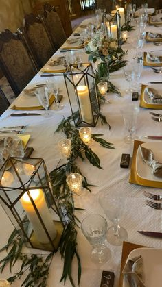 Candle Wedding Centerpieces, Home Wedding Decorations, Reception Decorations, Dinner Party Decorations, Flower Centerpieces, Dinner Party Table, Cute Wedding Ideas, Rustic Table Settings, Christmas Table Settings