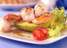 Receta de Vieiras con aguacate en http://www.recetasbuenas.com/vieiras-con-aguacate/ Cocina unas ricas vieiras con aguacate de forma original y sencilla. Un plato ideal para servir en las épocas de más calor.  #recetas #Mariscos