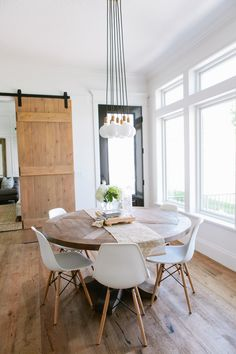 Top Modern Round Dining Tables Lakberendezés Pinterest - Contemporary round kitchen table and chairs