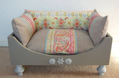 Wooden handmade luxury dog bed. van Lampjesenzo op Etsy, €195.00