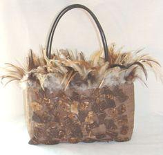 Super Cute Handbag with Feathers. I love this purse! Wholesale Designer Handbags, Replica Handbags, Designer Resale, Designer Purses, Cute Handbags, Vintage Purses, Handbags Online, Discount Designer, Girls Best Friend