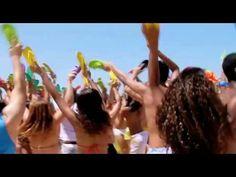 Este vídeo já tem algum tempo, mas vale a pena compartilhar com vocês. É sobre a ação de Marketing de Guerrilha das Havaianas com Flash Mob.  Deveria haver todos os anos ações como estas espalhadas pelas praias brasileiras, poderia virar mania de verão.