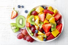 Ready to veg on the couch with snacks and your favorite series? Here are 20 healthy ideas for 200 calories or less that won't ruin your figure. Healthy Life, Healthy Snacks, Healthy Living, Healthy Recipes, Stay Healthy, Healthy Summer, Healthy Dinners, Healthy Hair, 200 Calories