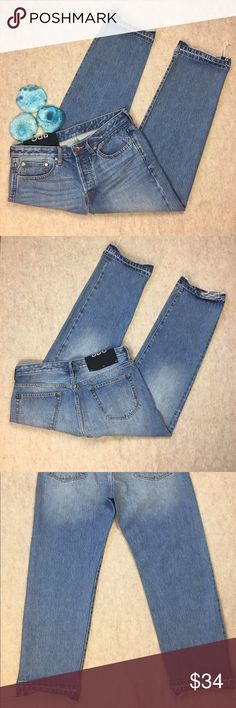 """NWOT BDG Black Label Hiro Low-Rise Cropped Jeans BDG Black Label Hiro Low-Rise Cropped Med Wash Jeans w/ Button Closure 28 New without Tags Approximate measurements: Waist--16.5"""" Rise--10"""" Inseam--25.5"""" BDG Jeans Ankle & Cropped"""