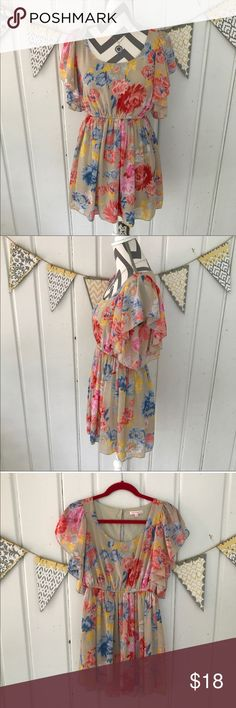 Margo & Sebastian Floral Chiffon Flutter Dress This breezy floral dress is perfect for summer. It's lightweight chiffon and flutter like sleeves give it an ethereal feel. This dress is in excellent condition, except it is missing it's belt. Margo & Sebastian Dresses Mini