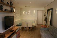 Sala de apartamento de 75m². Com planejamento tudo cabe! Cajuí Design de Interiores