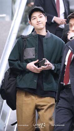 Descendents of the Sun Heirs Korean Drama, Korean Drama List, Goblin Korean Drama, Korean Drama Series, Handsome Actors, Handsome Boys, Descendants, Korean Men, Korean Actors