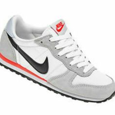 Nike women's athletic shoes white * grey * pink Brand new never worn Nike Shoes
