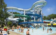 Combine a theme park with the best swimmingpool you can imagine and you'll get Amusement Park Duinrell. #Holland #Netherlands #kids