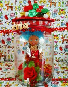 The lady in red is dancing with me  Ik heb een haat-liefde verhouding met snoepjes die in een papiertje zijn verpakt. Waarschijnlijk ben ik gewoon te lui om het papiertje in de prullenbak te doen want echt op de gekste plekken kom ik ze tegen. De outfit van deze KerstBengel by Maus maakte ik van mijn zwervende snoeppapiertjes. Geniet van het weekend! Special for Christmas i'am working on a mini collection naughty angels by Maus. The outfit I made of candy paper. Enjoy the weekend.