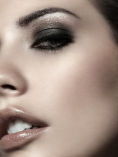 smudge smoke...beauty and cosmetics (makeup)                                                                                                                                                      Mais