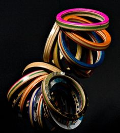 Bracelets made skate board recycling. - Pulseras hechas reciclando tabla de patin.