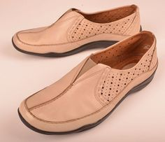 Clarks Womens Loafer  Moccasin Perforated Slip On Beige Leather Sz 9.5 M  #ClarksArtisan #LoafersMoccasins #Casual