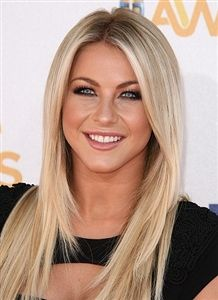 I want my hair cut like this, Love the long layers in the front. Her makeup is perfect!