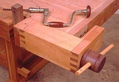 There are two vises described in this article, first a tail vise and then at the end a front vise.