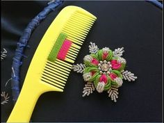 Hand embroidery: sewing hacks amazingly simple trick for making flowers with hair . - Hand embroidery: Sewing hacks amazingly simple trick for making flowers with hair … – Bordado - Hand Embroidery Flowers, Hand Embroidery Stitches, Hand Embroidery Designs, Ribbon Embroidery, Embroidery Ideas, Bead Embroidery Tutorial, Embroidery Sampler, Brazilian Embroidery, Sewing Hacks