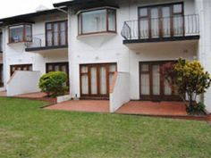 4 Hokaai - 4 Hokaai is set in Uvongo in Margate. It is within walking distance of the main swimming beach and restaurants and promises an unforgettable breakaway. This self-catering unit has two bedrooms and one ... #weekendgetaways #margate #southafrica